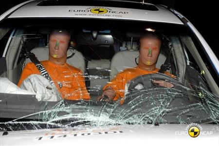 吉利帝豪EC7在碰撞测试中-帝豪EC7 MG6获四星 最新E NCAP成绩公布高清图片