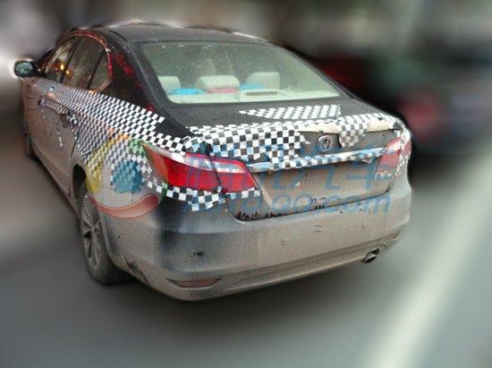 长安汽车首款B级车CD101低伪装谍照曝光高清图片